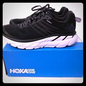 Hoka one one Clifton 6- men's 8 -worn 2x only!